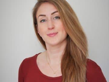 Fotografisches Porträt von Nicole Waleczek, Werkstudentin des UNLOCK Accelerators